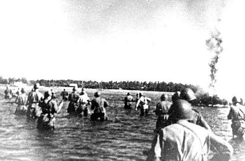 Click image for larger version.  Name:Naval infantry assaulting an island on the Lake Ladoga, 23.06.1944.jpg Views:17 Size:106.5 KB ID:676022