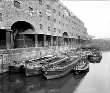 Name:  stanley_dock_barges.jpg Views: 56 Size:  35.8 KB