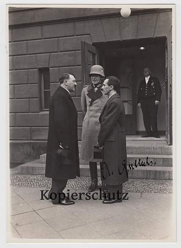 Photo of Hitler and Goebbels with original autograph?