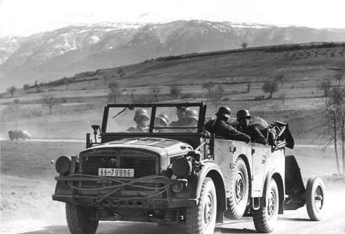 Click image for larger version.  Name:Bundesarchiv_Bild_101I-158-0094-35,_Balkan,_PKW_der_Leibstandarte_Adolf_Hitler.jpg Views:65 Size:59.8 KB ID:409675