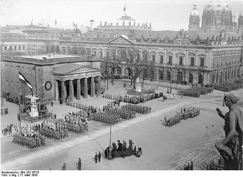 Click image for larger version.  Name:Bundesarchiv_Bild_102-16716,_Berlin,_Heldengedenkfeier_am_Ehrenmal.jpg Views:63 Size:76.7 KB ID:443932