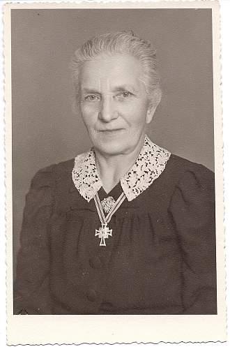 Photo - Mutterkreuz in wear