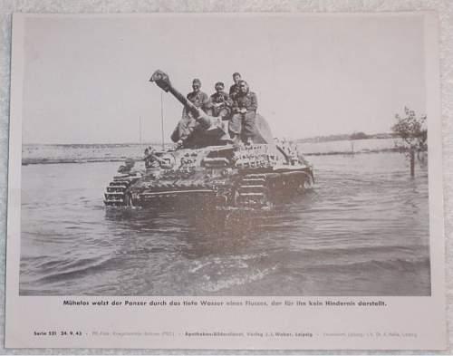 Click image for larger version.  Name:Mühelos waltz der Panzer durch das tiefe Wasser eines Flusses, der für ihn kein Hinder.JPG Views:74 Size:55.4 KB ID:614246