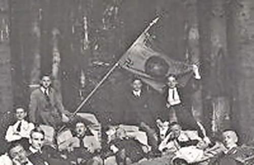 Click image for larger version.  Name:Foto-AK-Elgershausen-1926-Fruehe-Nationalsozialisten-mit-Hakenkreuz-Fahne-im-Wald.jpg Views:129 Size:165.2 KB ID:694992