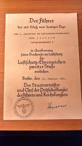 Luftschutz Ehrenzeichen Document good?