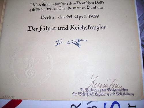 Click image for larger version.  Name:Hitler signature closeup 2 resized.jpg Views:3334 Size:142.1 KB ID:97106