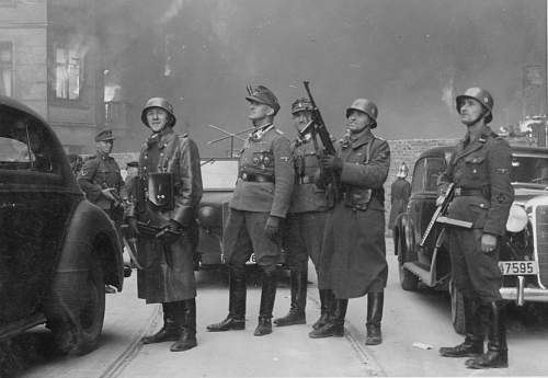 Interesting photo of the Warsaw Ghetto uprising