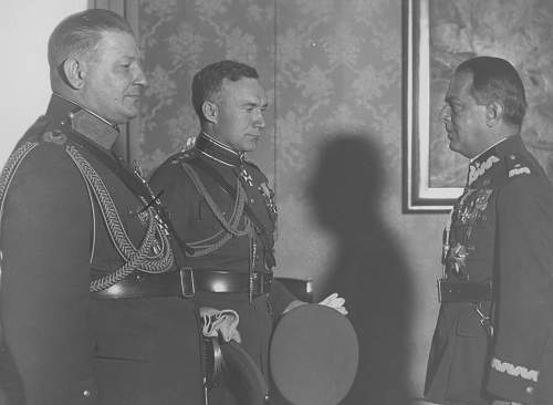 Click image for larger version.  Name:11th October 1934 Warsaw Gene Gasiorowski awarding ZKZ to Estonian General Nikolai Reek and OOP .jpg Views:14 Size:211.2 KB ID:1020077
