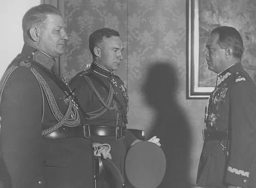 Click image for larger version.  Name:11th October 1934 Warsaw Gene Gasiorowski awarding ZKZ to Estonian General Nikolai Reek and OOP .jpg Views:32 Size:211.2 KB ID:1020077