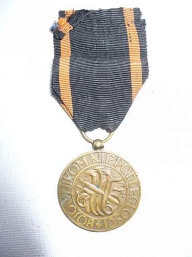 Click image for larger version.  Name:medal niepodległości znak mennicy 1.jpg Views:48 Size:47.7 KB ID:103120