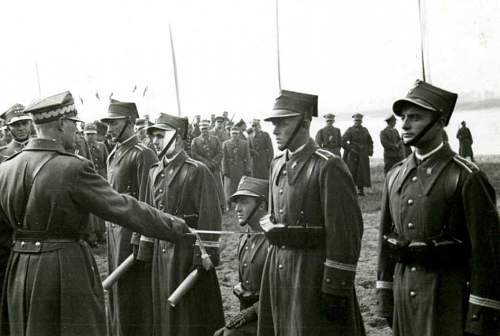 Click image for larger version.  Name:Smigly Rydz promoting Cadets to Officers 1938.jpg Views:382 Size:44.3 KB ID:117819