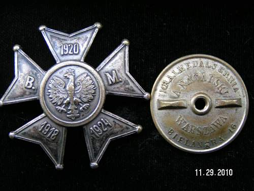 Click image for larger version.  Name:badges 003.jpg Views:325 Size:158.4 KB ID:159368