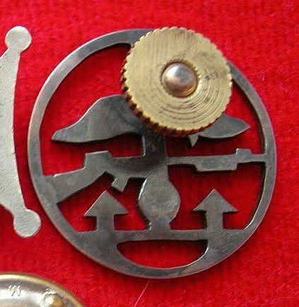 Unusual badge of 1 S.K. Commando - need help
