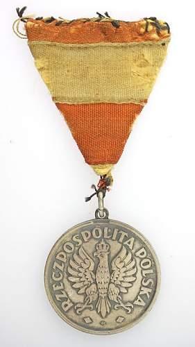 Click image for larger version.  Name:Medal 3 Maja z dokumentem nadania.jpg Views:170 Size:40.7 KB ID:170766