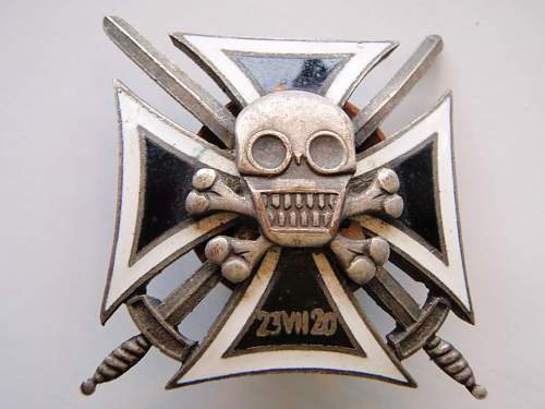 Hussars Death Head badge or a copy?