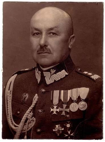 Click image for larger version.  Name:General Edward Hauser portrait.jpg Views:586 Size:249.1 KB ID:228947