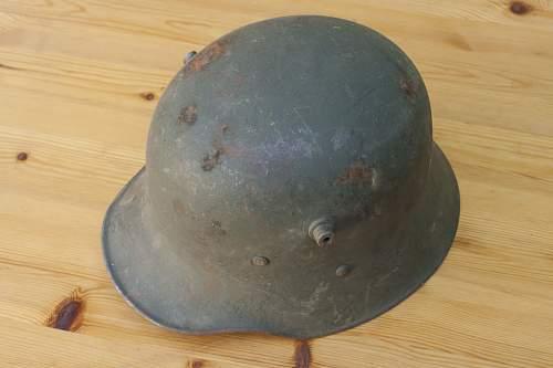 Polish prewar helmet liners and paint colour