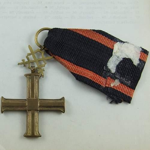 Niepodległości cross with swords fake?