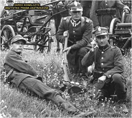 Click image for larger version.  Name:Polish soldiers with Berthier rifles.jpg Views:379 Size:77.3 KB ID:445273