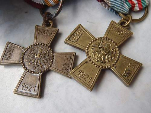 Silesian Uprising medal 1st type......differences in design ...explanation help required !!