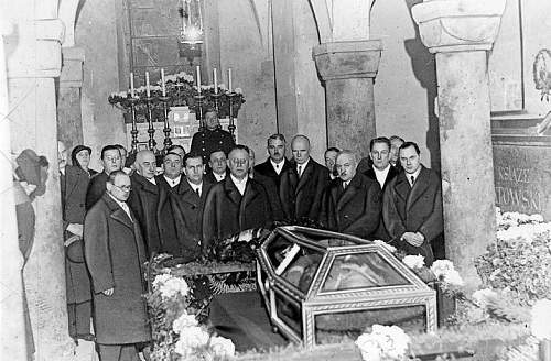 Click image for larger version.  Name:2nd November 1935 St Leonards Crypt Mayor of Krakow and staff.jpg Views:317 Size:140.7 KB ID:580283