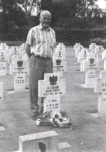 Click image for larger version.  Name:Zygmunt Stachon at his Fathers grave.jpg Views:155 Size:222.1 KB ID:580918