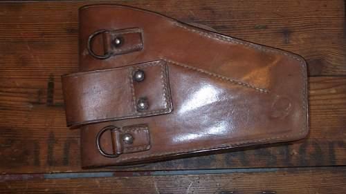"Is this Wz.35 Radom Vis pistol holster, with impressed ""K Kirjacki"" markings inside the main flap, 100% original pre-war, please ?"