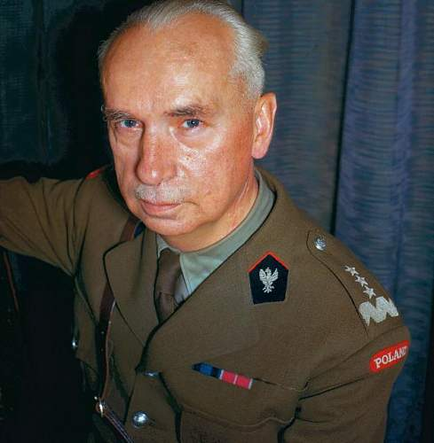 Click image for larger version.  Name:General Kazimierz Sosnkowski colour photograph from 1943 .jpg Views:82 Size:44.3 KB ID:796740