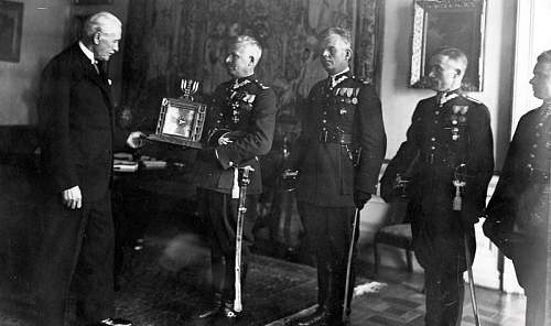Click image for larger version.  Name:24th November 1933 37PP delegation present President Moscicki with a gift from the Regiment.jpg Views:46 Size:89.2 KB ID:813858