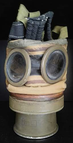 Polish Gas Mask wz. 24, 1930 dated, plus container.