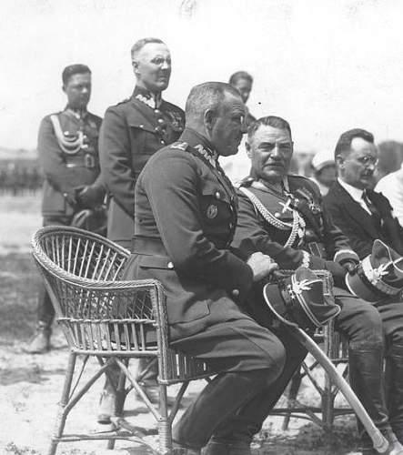 Click image for larger version.  Name:Plk Antoni Szuszkiewicz 14PUL with General Franciszek Popowicz Lwow.jpg Views:64 Size:77.7 KB ID:897031