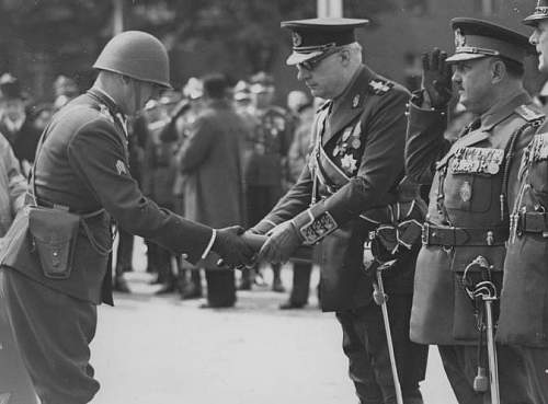 Click image for larger version.  Name:May 1939 57PP Plk Tomasz Rybotycki presenting Romanian Amb Richard Franassovici OOP GC with Regt.jpg Views:16 Size:104.5 KB ID:970877