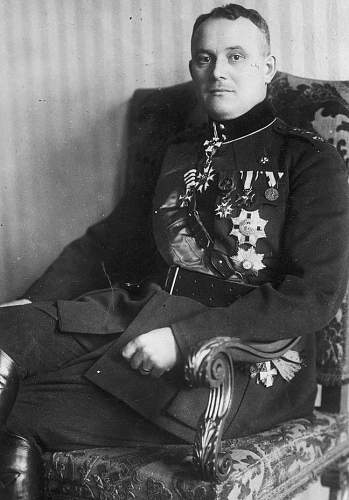 Click image for larger version.  Name:General Johan Laidoner VM OOP Commanders Cross with Star.jpg Views:54 Size:196.9 KB ID:970886