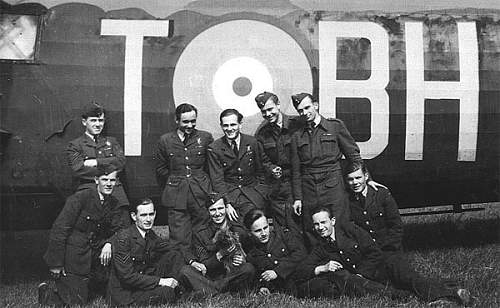Click image for larger version.  Name:RAF Hemswell 1941 crew of the Assam back row 2nd left Sgt Sobieszczuk Navigator Pil Por  Jasinsk.jpg Views:11 Size:76.3 KB ID:977866