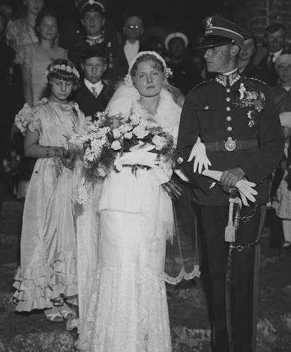 Click image for larger version.  Name:Rtm Franciszek Flatau and his wife 8th September 1934 with bridesmaids Pilsudska sisters 1a.jpg Views:111 Size:120.1 KB ID:992552
