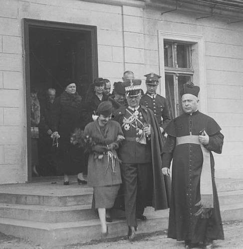 Click image for larger version.  Name:October 1936 wedding General Sikorski escorts his daughter Zofia to her wedding.jpg Views:23 Size:105.6 KB ID:992553