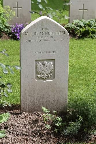 Click image for larger version.  Name:Por M I Bergner DFM 300 Sqdn grave.jpg Views:20 Size:218.2 KB ID:1001337