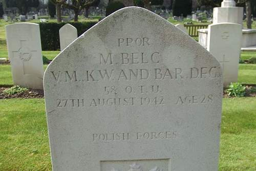 Click image for larger version.  Name:Ppor pil Marian Belc VM Kw and Bar DFC grave.jpg Views:28 Size:41.6 KB ID:1002884