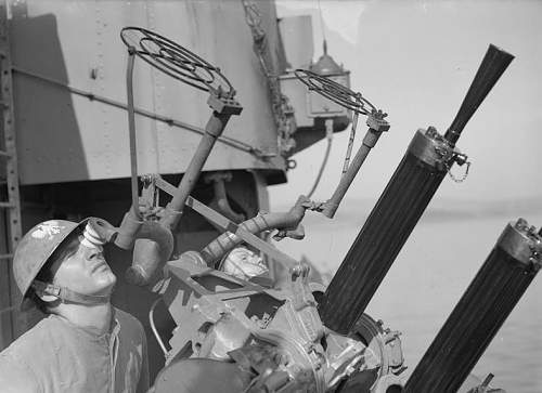 Click image for larger version.  Name:June 1941 Sailors manning twin Vickers Mk III anti-aircraft machine gun .jpg Views:73 Size:115.1 KB ID:1009808