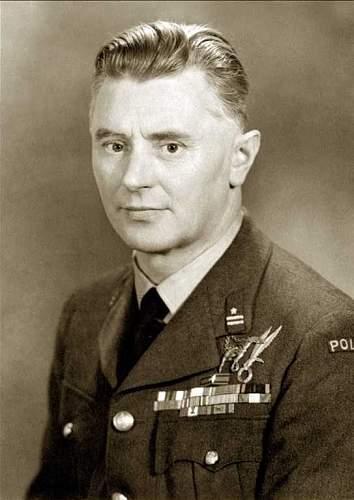 Click image for larger version.  Name:Major pil P0195 Stanisław Kostka Krzymowski Para Badge 0001 Wreath 1962.jpg Views:11 Size:79.8 KB ID:1015593