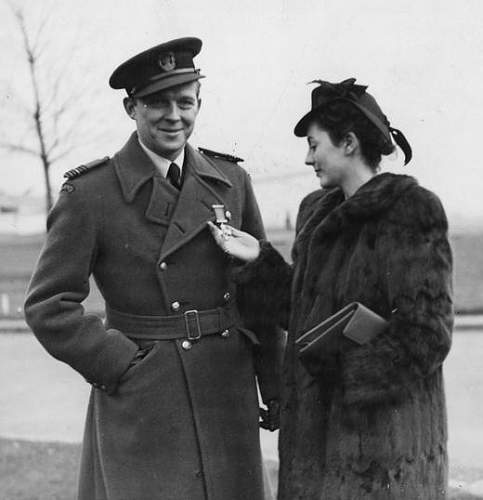 Click image for larger version.  Name:17th November 1943 Aleksander Gabszewicz after receiving the DSO admired by his Fiance (2).jpg Views:36 Size:74.4 KB ID:1035422