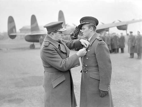 Click image for larger version.  Name:AVM H W L Saunders decorates WC Aleksander Gabszewicz with the DSO.jpg Views:12 Size:110.3 KB ID:1035423