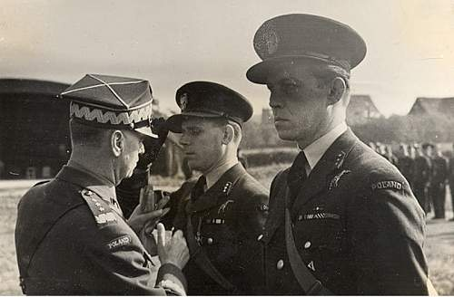 Click image for larger version.  Name:General Sikorski awarding Kpt Julian Kowalski VM  Kpt Gabszewicz nect.jpg Views:7 Size:154.1 KB ID:1035424