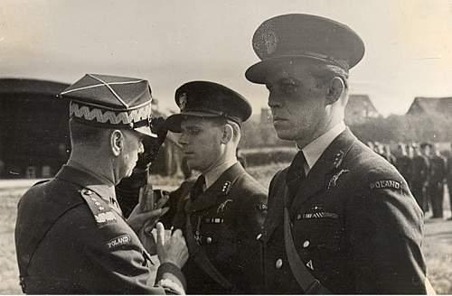Click image for larger version.  Name:General Sikorski awarding Kpt Julian Kowalski VM  Kpt Gabszewicz nect.jpg Views:22 Size:154.1 KB ID:1035424