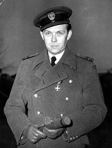 Click image for larger version.  Name:25th February 1944 WC Aleksander Gabszewicz after receiving the Gold Cross Virtuti Militari Nr 2.jpg Views:15 Size:224.9 KB ID:1035469
