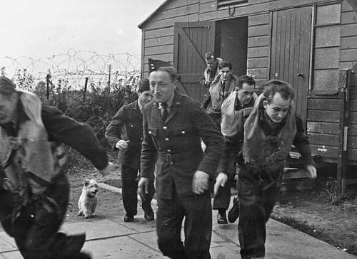 Click image for larger version.  Name:26th August 1942 RAF Kirton in Lindsey pilots of 303 Sqdn Scramble including Horbaczewski (2).jpg Views:29 Size:113.3 KB ID:1035701