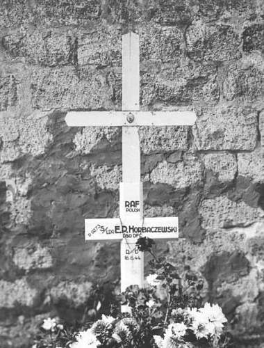 Click image for larger version.  Name:Major pil Eugeniusz Horbaczewski grave marker (2).jpg Views:10 Size:118.9 KB ID:1035715