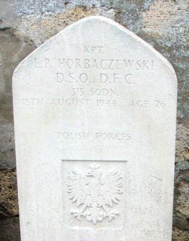 Name:  Kpt E P Horbaczewski DSO DFC grave.jpg Views: 109 Size:  91.6 KB
