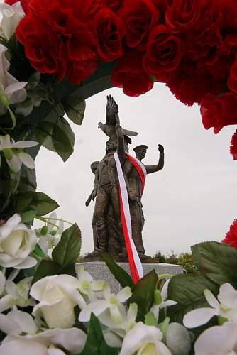 Click image for larger version.  Name:The Monument.jpg Views:161 Size:43.2 KB ID:110423