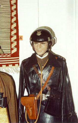 Click image for larger version.  Name:Tank Commanders uniform 1939.jpg Views:93 Size:21.6 KB ID:116565